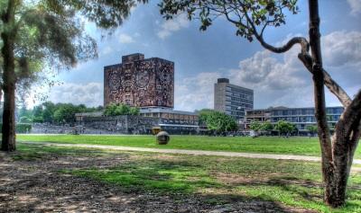 La UNAM es hoy heredera directa de la Universidad Nacional de México, fundada en 1910 por el filósofo Justo Sierra Méndez.