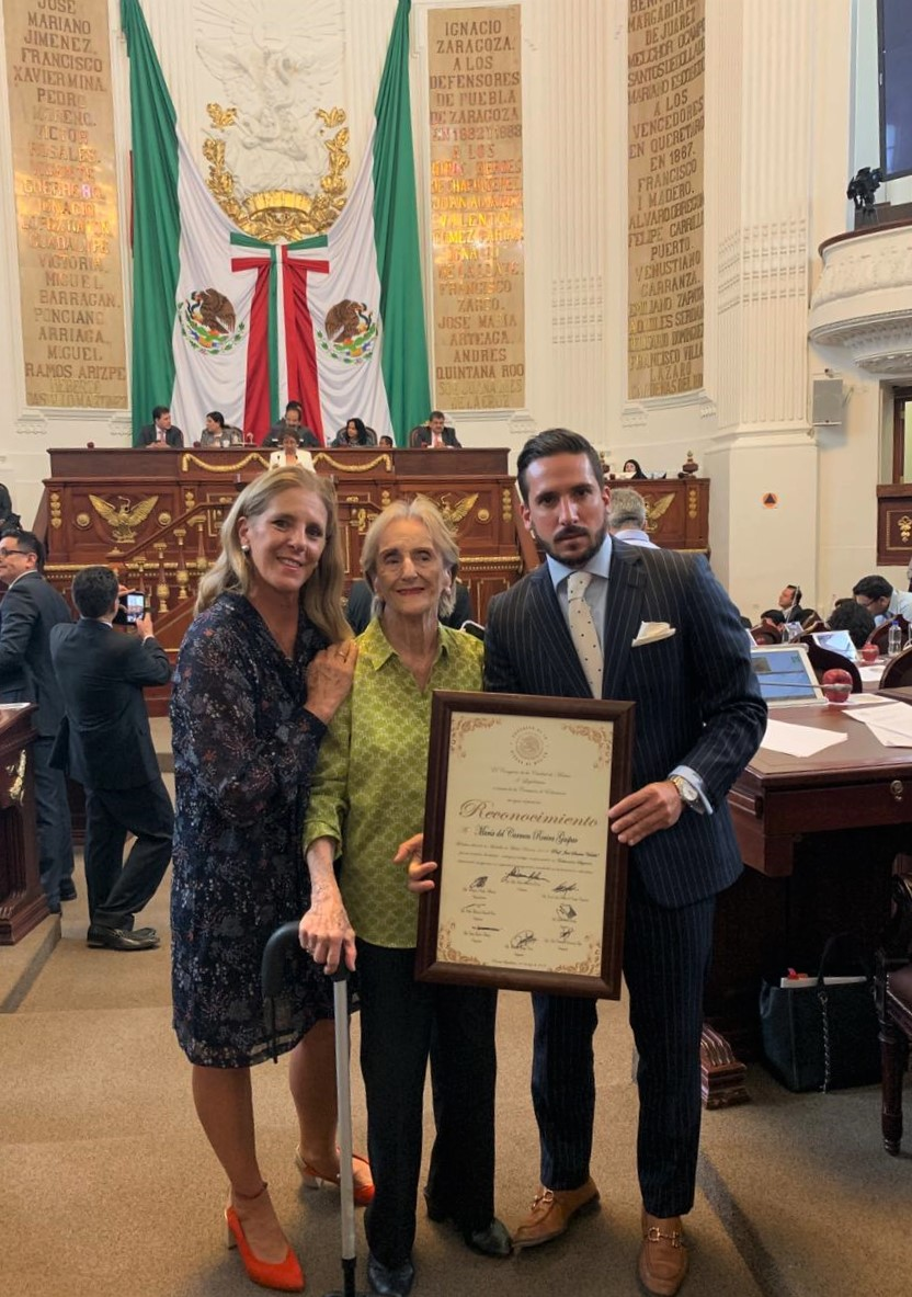 Carmen Rovira - Medalla Mérito Docente.jpg